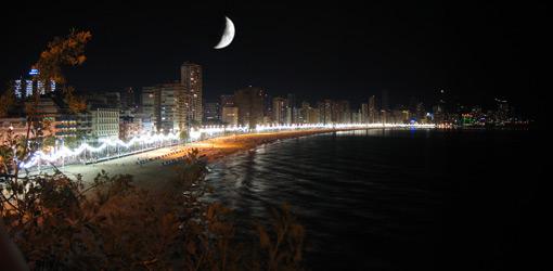 Resultado de imagen de benidorm de noche