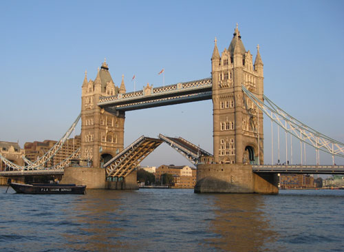 Tower Bridge de Londres al abrise