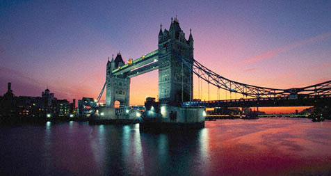 Foto al anochecer del Tower Bridge de Londres