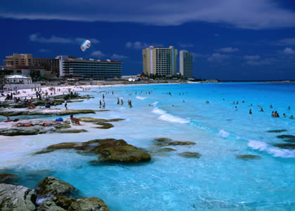 http://www.daniel.prado.name/imagenes/articulos/Viajes/Mexico/Riviera-Maya/cancun.jpg