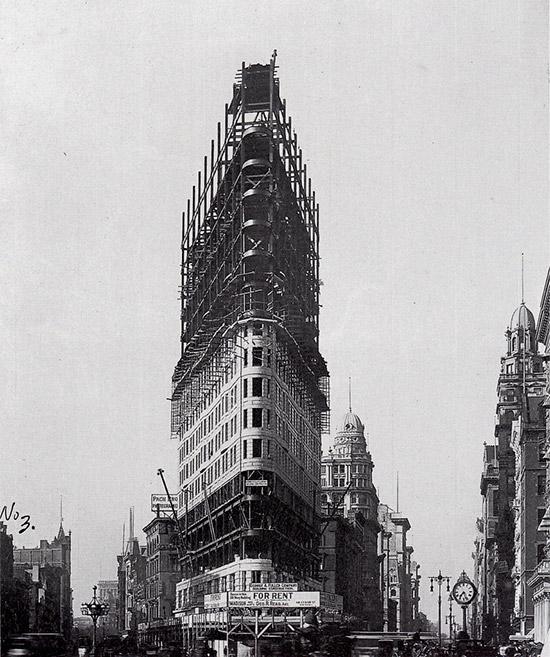 Foto del Edificio Fuller también conocido como edificio Flatiron tomada en 1927